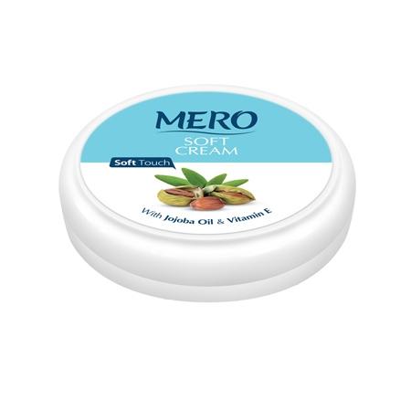 کرم همراه و سفری مرطوب کننده سافت مرو غنی شده با روغن جوجوبا و ویتامین ای، پوست را تغذیه و آن را مرطوب نگه می دارد این کرم با بافت نرم و اندک چربی طبیعی خود بسیار سریع جذب شده و موجب لطافت و نرمی پوست می گردد. استفاده روزانه از کرم سافت مرو باعث شادابی پوست در طول روز می شود. روغن جوجوبا یک مایع مومی اشباع نشده با استر ها و اسیدهای چرب است که در سبوم (روغن پوست) انسان نیز موجود است.این روغن به راحتی از طریق پوست جذب میشود و به ندرت منجر به آلرژی می شود